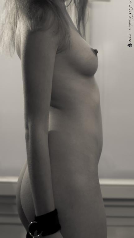 La jeune femme - Photos Érotiques  by Les Chevaliers