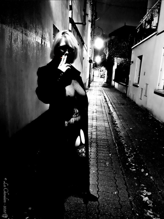 La Fumeuse - Photos érotiques par Les Chevaliers